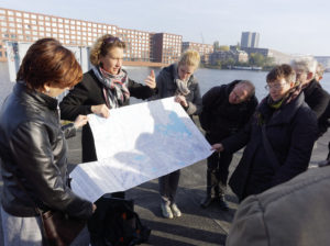 architour-partner Anneke Bokern guiding a group in Amsterdam