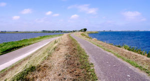 Waterlandse Dyke: water management project at lake IJsselmeer